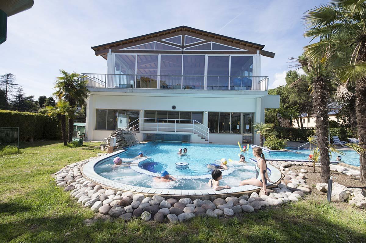 piscina-esterna-2-hotel-terme-milano-abano