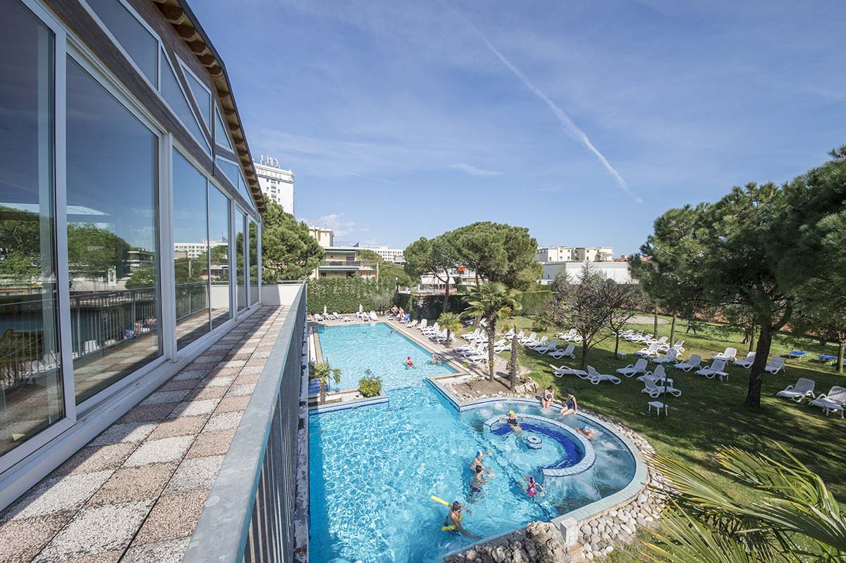 piscina-esterna-3-hotel-terme-milano-abano