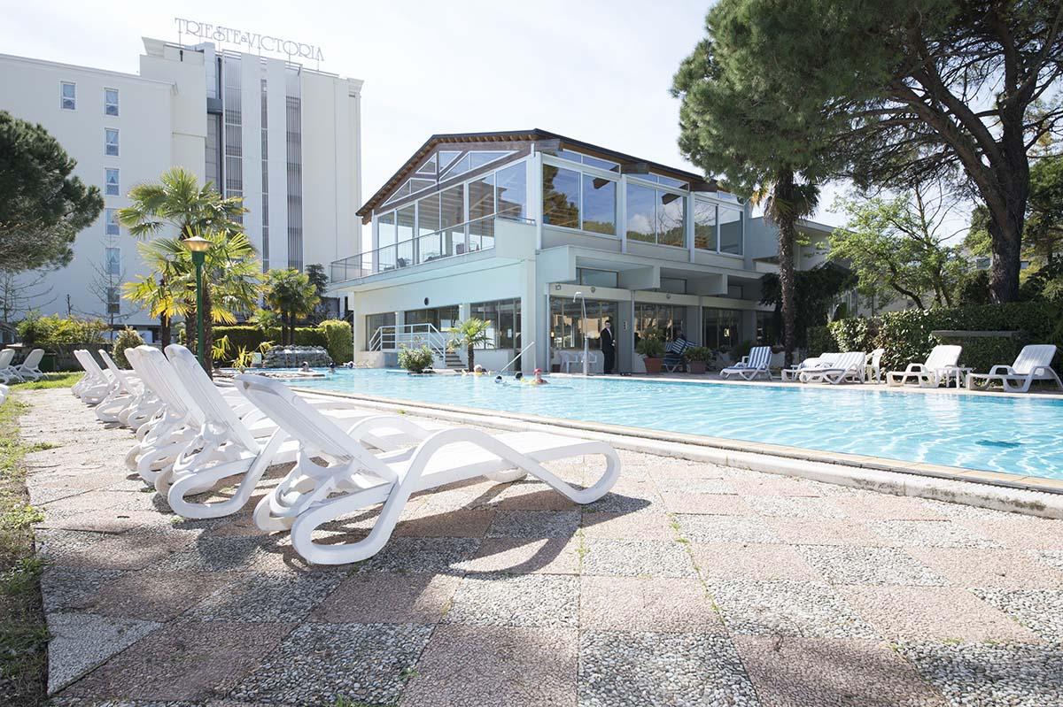 piscina-esterna-hotel-terme-milano-abano
